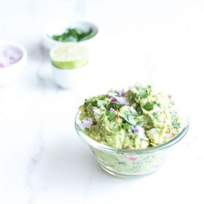 Perfect Chunky Guacamole Recipe / @spotebi