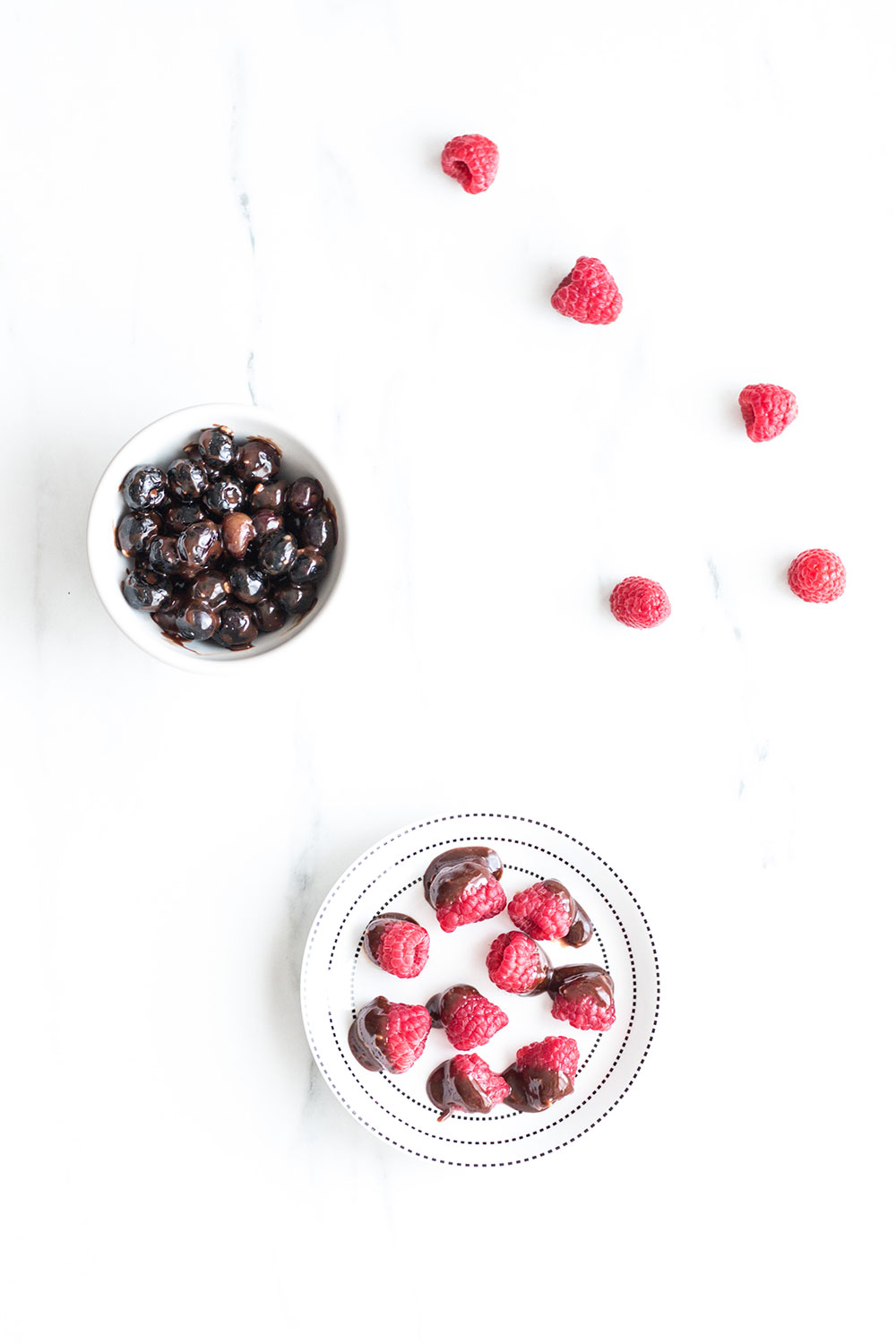 It only takes 5 minutes and 4 ingredients to make this healthy and creamy chocolate dip at home; raw cacao, a superfood that's incredibly rich in magnesium, powerful flavonoids and serotonin; a natural sweetener and 2 healthy fats! https://www.spotebi.com/recipes/healthy-homemade-chocolate-dipped-berries/