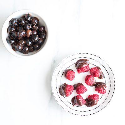 Healthy Homemade Chocolate-Dipped Berries Recipe / @spotebi