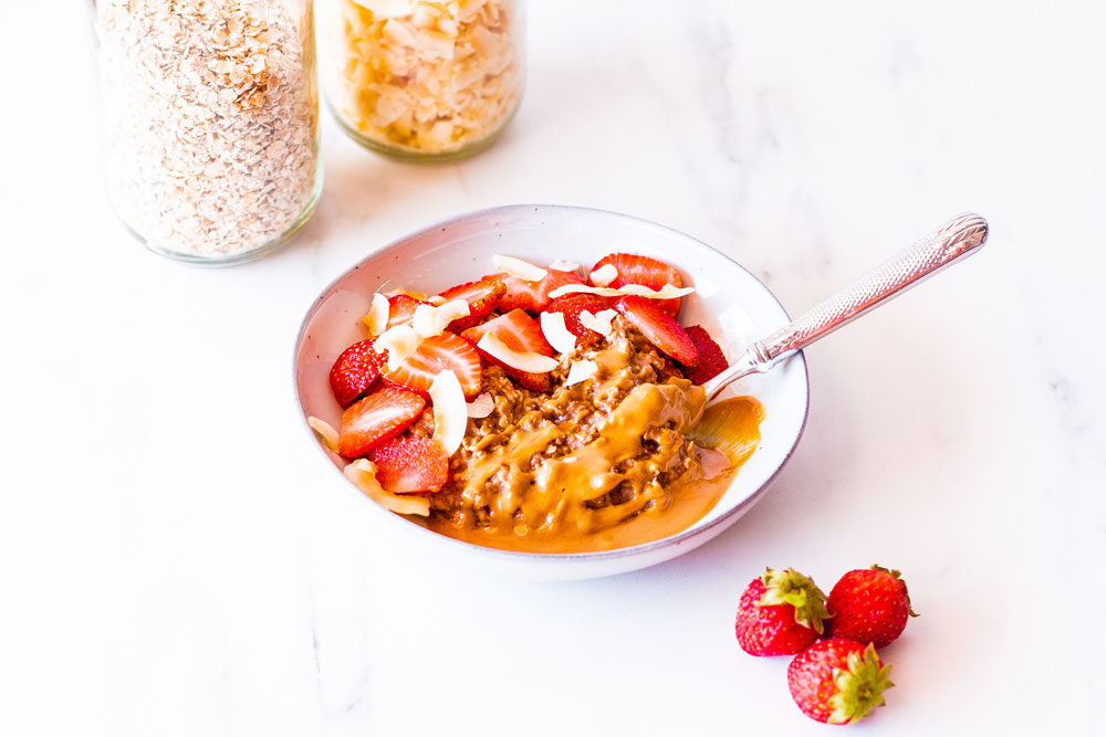 The ultimate 5-minute yummy breakfast recipe, this Chocolate, Peanut Butter & Strawberries Oatmeal Bowl is creamy, decadent, and will keep you full and cravings-free all morning long! https://www.spotebi.com/recipes/peanut-butter-strawberries-oatmeal-bowl/