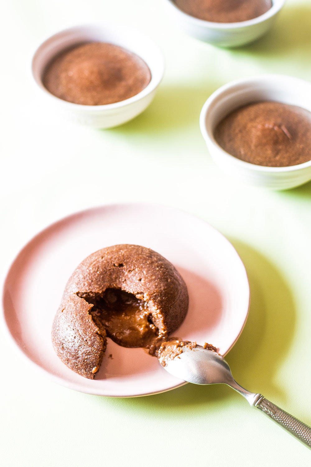 These refined sugar-free & gluten-free chocolate lava cakes are quick, easy, fuss-free, and made with everyday healthy ingredients! https://www.spotebi.com/recipes/sugar-free-gluten-free-chocolate-lava-cakes/