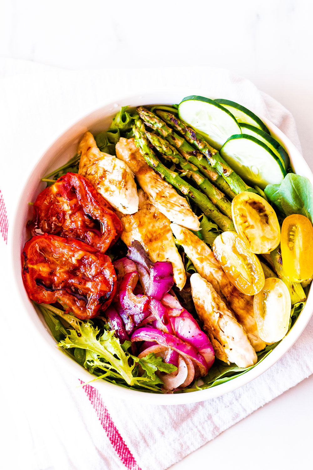 Salads have a reputation for being rather basic, but this grilled chicken and veggies low-carb summer salad is far from being boring! https://www.spotebi.com/recipes/grilled-chicken-vegetable-low-carb-summer-salad/