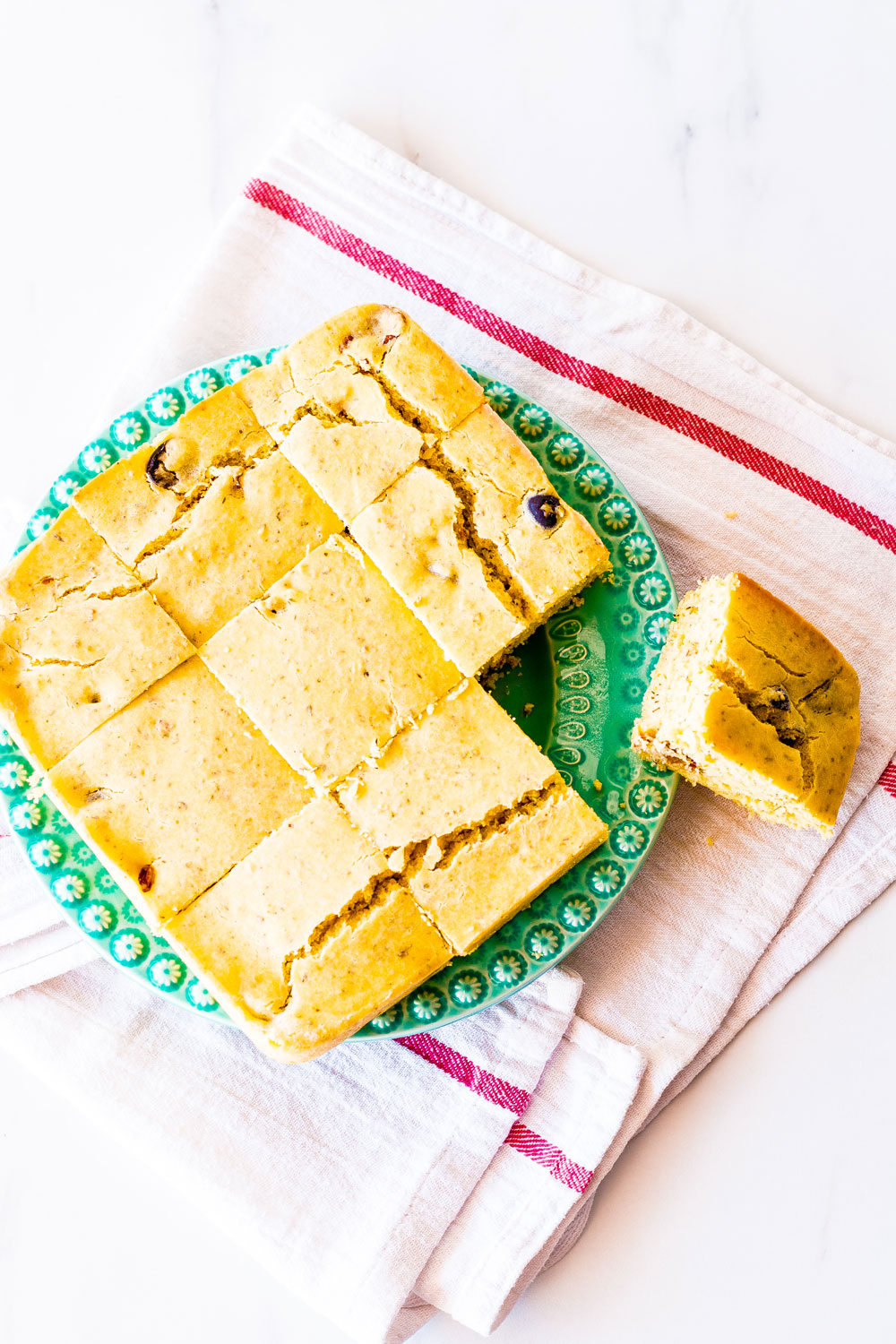 This Sun-Dried Tomato & Olives Cornbread is our take on the traditional cornbread recipe. It's refined-sugar-free, healthy, high in fiber, and pairs well with roasted veggies, a hearty chili, or a bowl of spicy soup. https://www.spotebi.com/recipes/sun-dried-tomato-olive-cornbread/